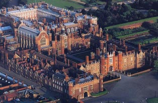 Hampton Court Palace Picture